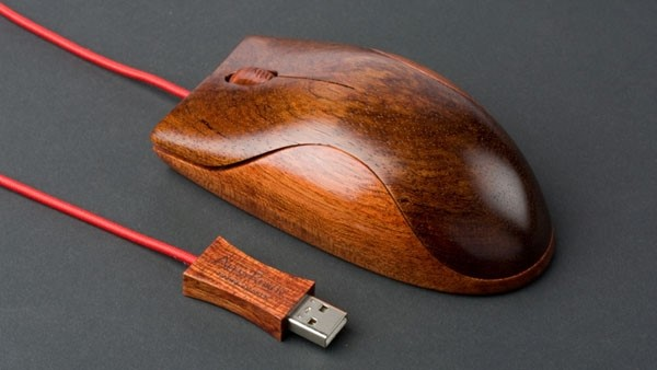 Wooden mouse by Alest Rukov