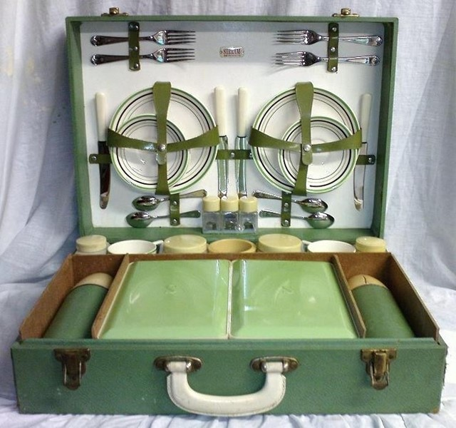 1963 Sirram 4 Person Picnic Hamper