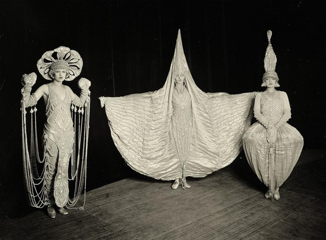 The Show Folies Bergère, London photo by William Davis, 1926