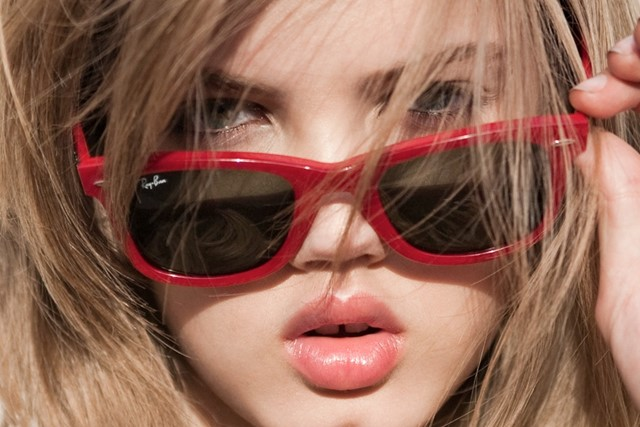 Red Ray Bans on Lindsey Wixson