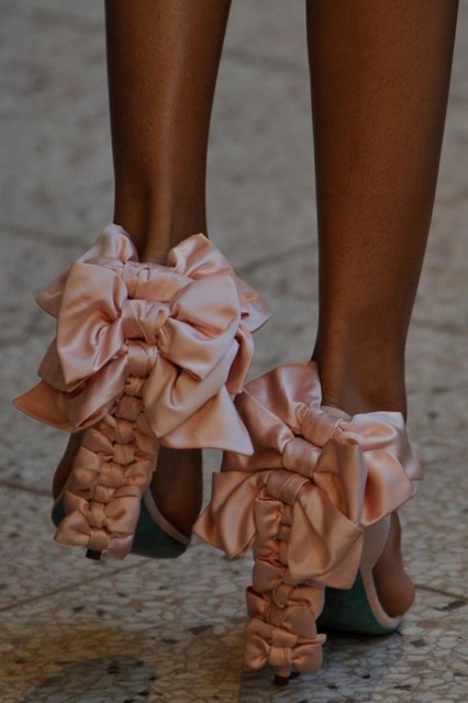 Alexis Mabille S/S09 bow shoes
