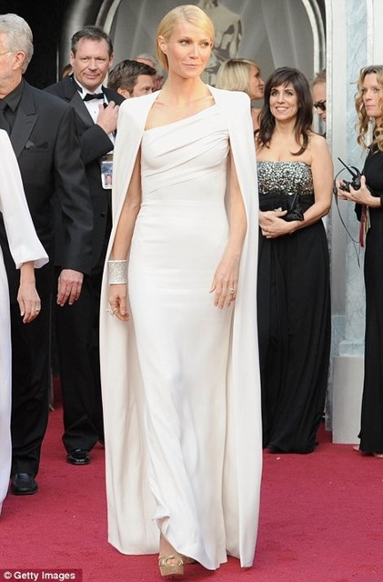 GWYNETH WEARS TOM FORD TO THE OSCARS
