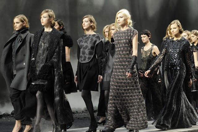 CHANEL'S CATWALK ARMY FALL/WINTER 2012