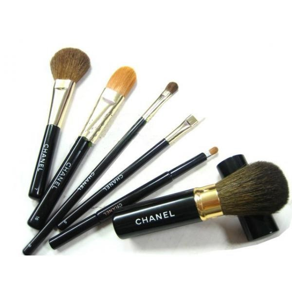 CHANEl make-up brushes