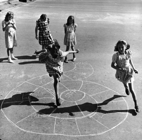 Hopscotch in the street, New York, 1947, by Ralph Morse