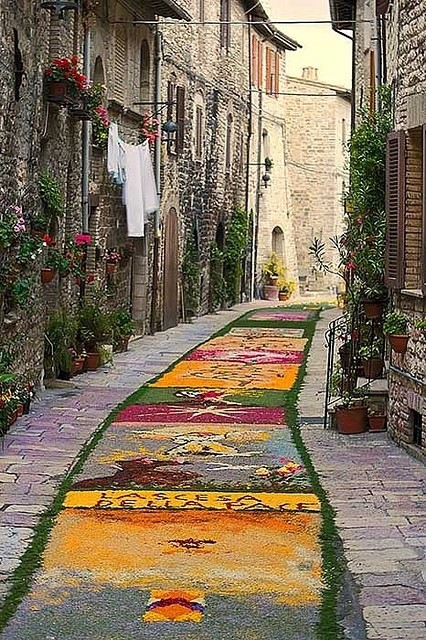 Street of flowers, Assisi