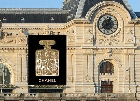 CHANEL NO. 5 FLACON TO ADORN MUSÉE D'ORSAY 6-28 JANUARY 2011
